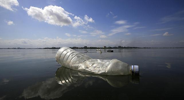Scatta la lotta alla plastica nei mari