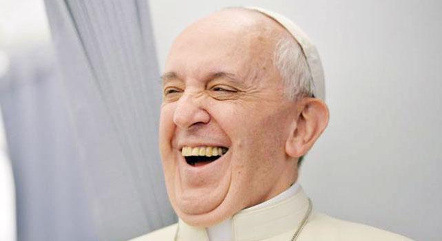 Vaticano, papa Francesco ride alla barzelletta dell'arcivescovo di Canterbury