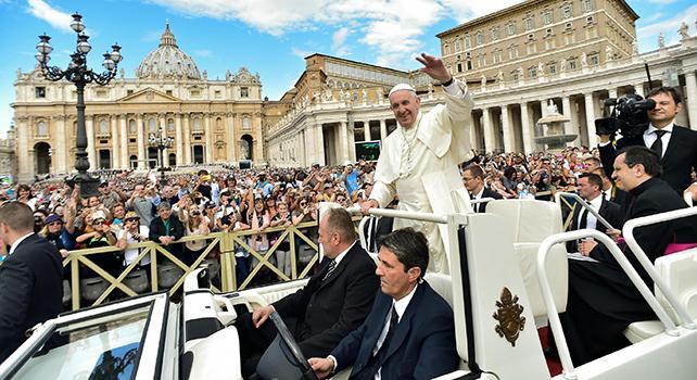 Papa: non spiumate altri con critiche