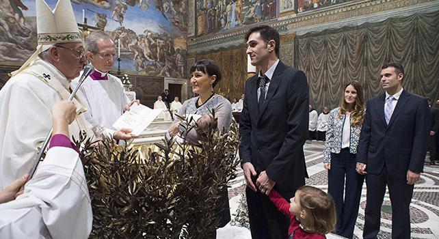 Papa Francesco: rotto il rapporto scuola-famiglia. Va facilitato attraverso la progettualità