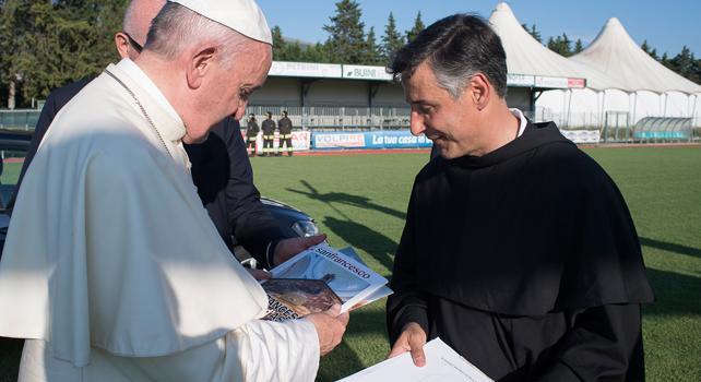 Assisi, Papa Francesco si ferma in Basilica e confessa 19 persone