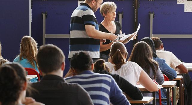 Il Ministro Fedeli apre all'uso degli smartphone in classe