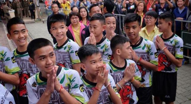 Thailandia, i ragazzi salvati nella grotta lasciano l'ospedale